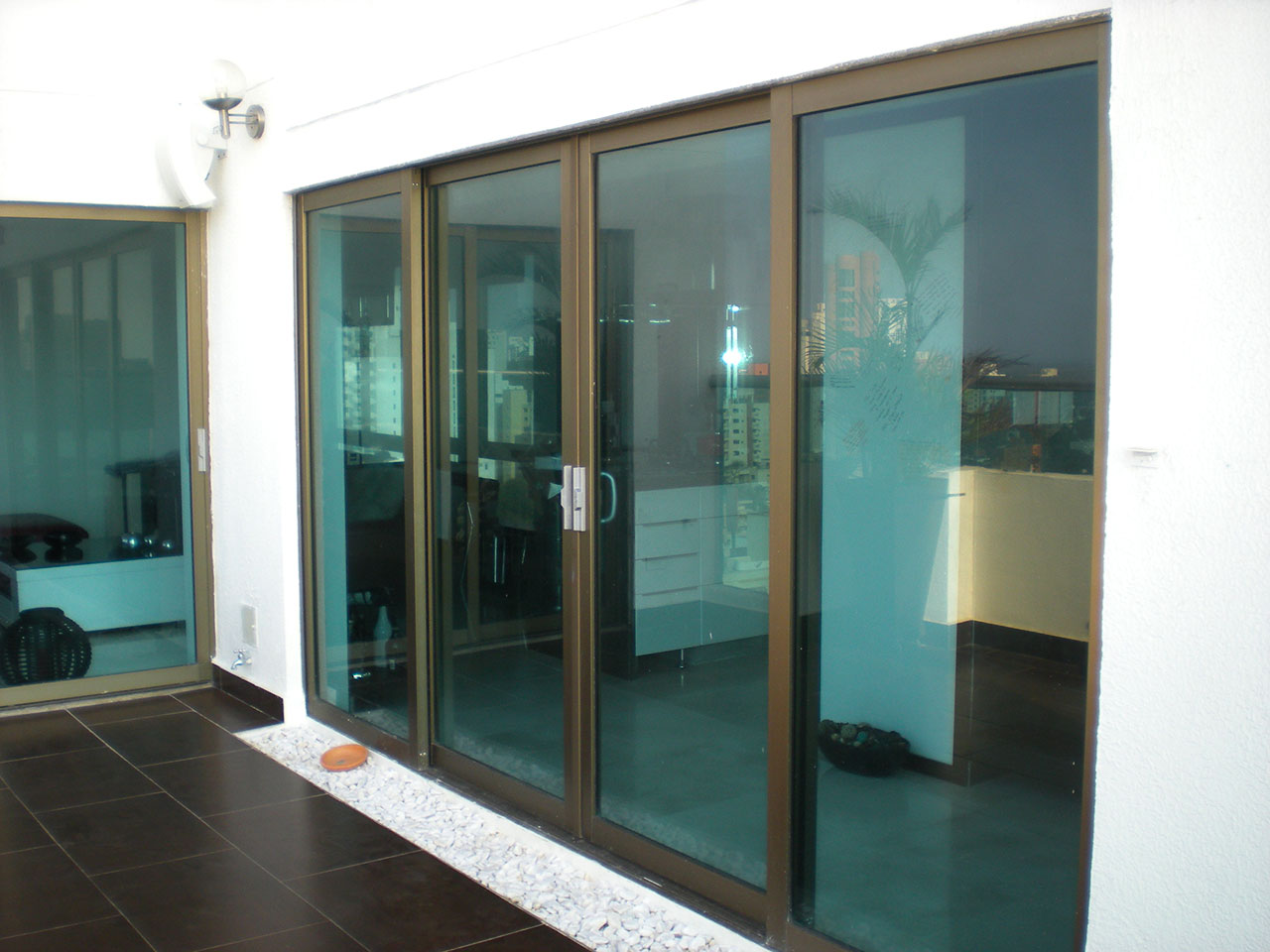 Ventanas puertas ventanas y cuerpos fijos ferba - Puerta de aluminio y vidrio ...